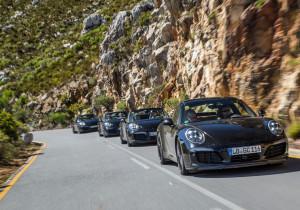 Porsche hoch vier: Die neuen Carreras fahren auf südafrikanischen Serpentinen einen heißen Reifen.