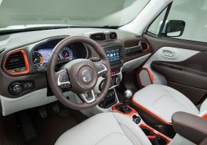 Bei der Ausstattung hat der Jeep Renegade einiges zu bieten: Schon das Basis-Modell hat ein Multimedia-System samt Fünf-Zoll-Touchscreen und Freisprechanlage, Funkfernbedienung für die Türen sowie Klimaanlage an Bord.