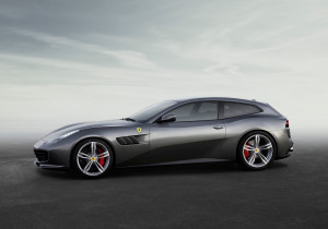 Donnerkeil: Die nach hinten verlängerte Dachlinie macht den 4,92 langen Ferrari GTC4 Lusso zum klassischen Shooting-Brake.