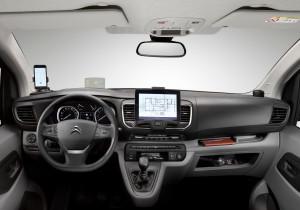 Schlicht und mit reichlich Hartplastik, aber solide und funktionell: das Cockpit des Citroen Jumpy. In der neuen Modellgeneration gibt es sogar ein Head-up-Display.