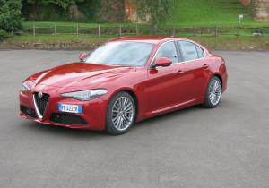Lange haben die Alfa-Fans auf die neue Giulia gewartet. Jetzt steht die formschöne Mittelklasse-Limousine nach nur drei Jahren Entwicklung für eine erste Ausfahrt bereit.