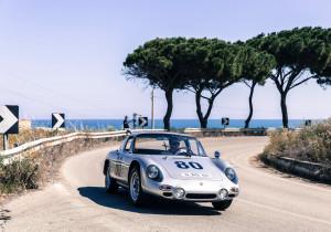 Flott um die Kurve: der Porsche 356 B 2000 GS Carrera GT.