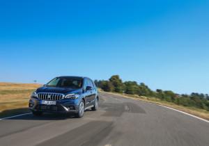Satt geliftet: Eine komplett neue Frontpartie und zwei neue Benzinmotoren begleiten den Suzuki SX4 S-Cross in die zweite Lebenshälfte.