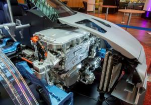 mid Kopenhagen - Sauberes Herz: Die komplette Antriebseinheit aus Brennstoffzellen-Stack, E-Motor und Elektronik passt unter die vordere Haube.