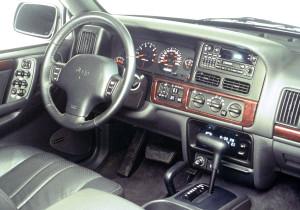 mid Groß-Gerau - Der Jeep Grand Cherokee ist als erstes SUV serienmäßig mit einem Airbag für den Fahrer ausgerüstet.