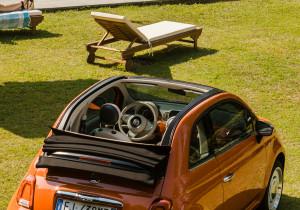 mid Groß-Gerau - Ein Fiat auf Abwagen: Das Sondermodell 500 Anniversario macht auch am Swimming Pool ein gute Figur.