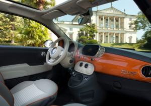 mid Groß-Gerau - Im Innenraum des Sondermodells setzt Fiat auf Nostalgie. So ist die Armaturentafel des 500 Anniversario wie beim historischen Cinquecento in Wagenfarbe lackiert.