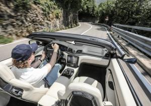 mid Iseo - Sportlicher Luxus: Das Cockpit des aufgefrischten GranCabrio.