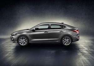 mid Groß-Gerau - Eleganter Fünftürer mit coupéhafter Dachlinie: der neue Hyundai i30 Fastback.