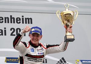 mid Groß-Gerau - So sehen Sieger aus: Der Norweger Dennis Olsen feiert den Gewinn der Meisterschaft im Porsche Carrera Cup.