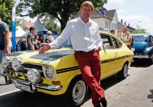 mid Groß-Gerau - Seht her: Le-Mans-Sieger und Opel-Botschafter Jockel Winkelhock und der 1971er Opel Kadett B Kulläng.